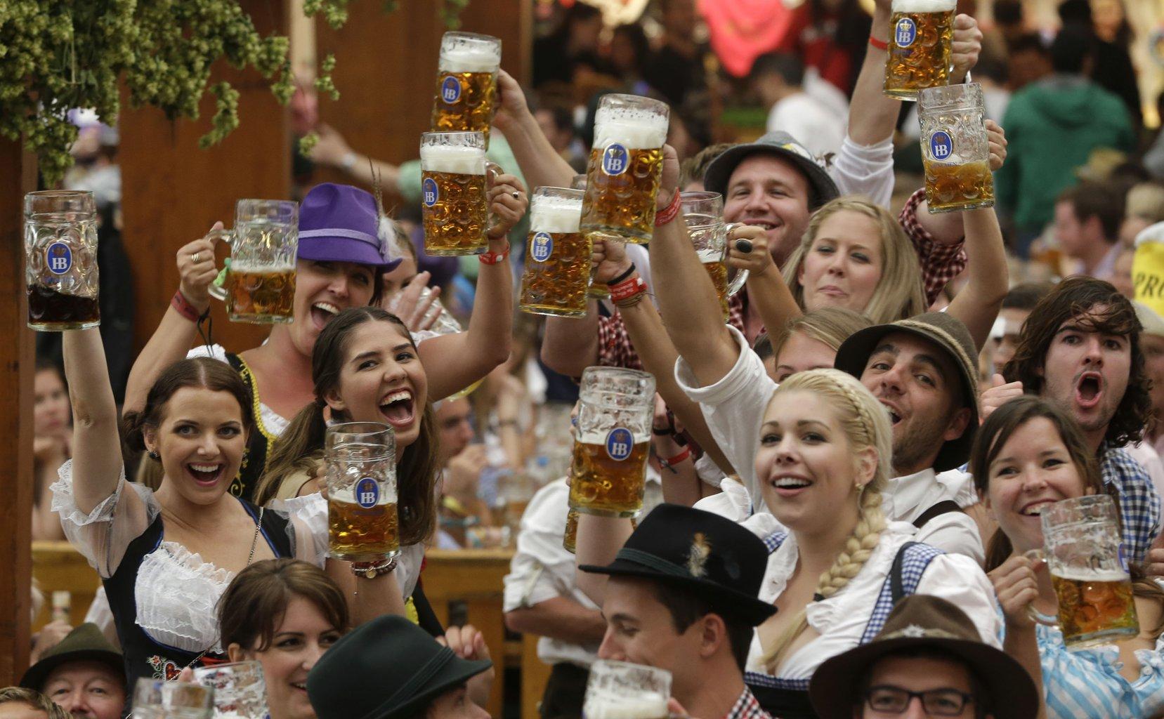 Các trò chơi sôi động tại lễ hội bia