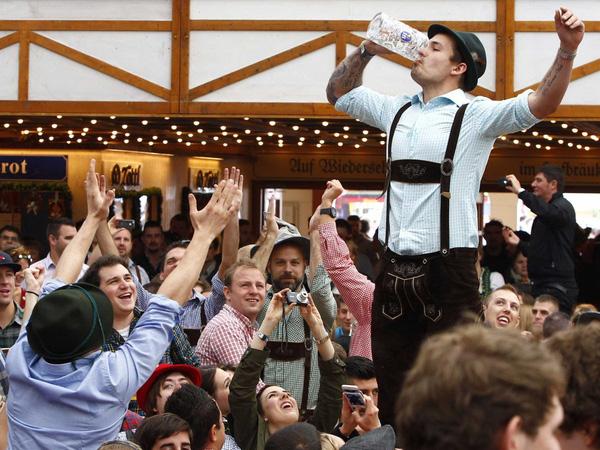 Nhiều trò chơi thú vị được tổ chức tại lễ hội bia
