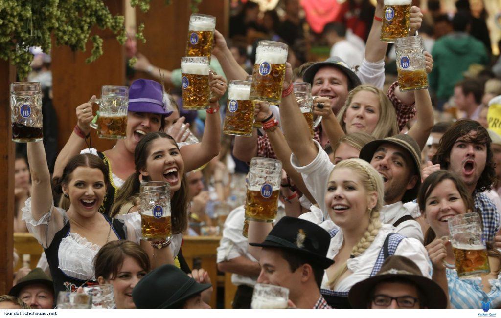 Lễ hội bia Oktoberfest (Đức) – lễ hội bia lớn và nổi tiếng nhất trên thế giới