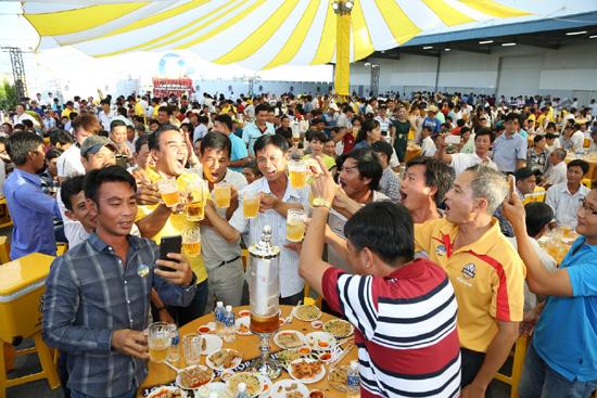Lễ hội bia bồn Sư Tử Trắng – lễ hội bia đầu tiên mang phong cách của riêng người Việt