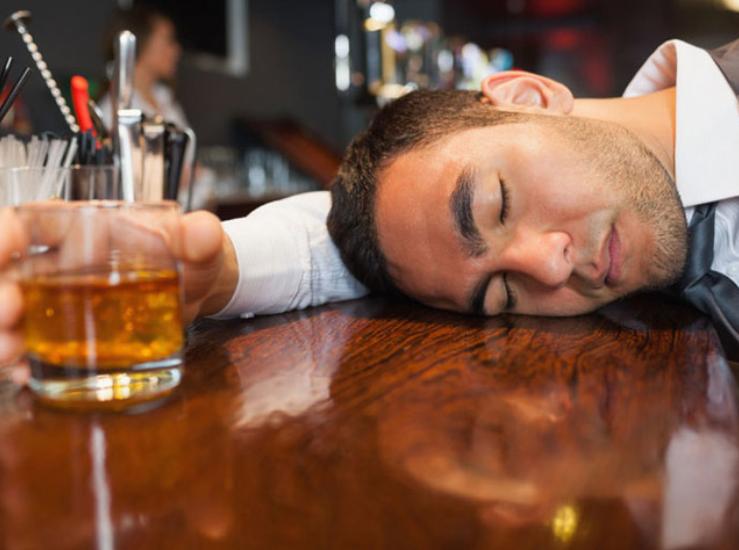 Uống bia sai cách ảnh hưởng rất nhiều tới sức khỏe