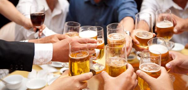 Uống bia có hại gì? Mức độ sử dụng bia thế nào là tốt cho sức khỏe?