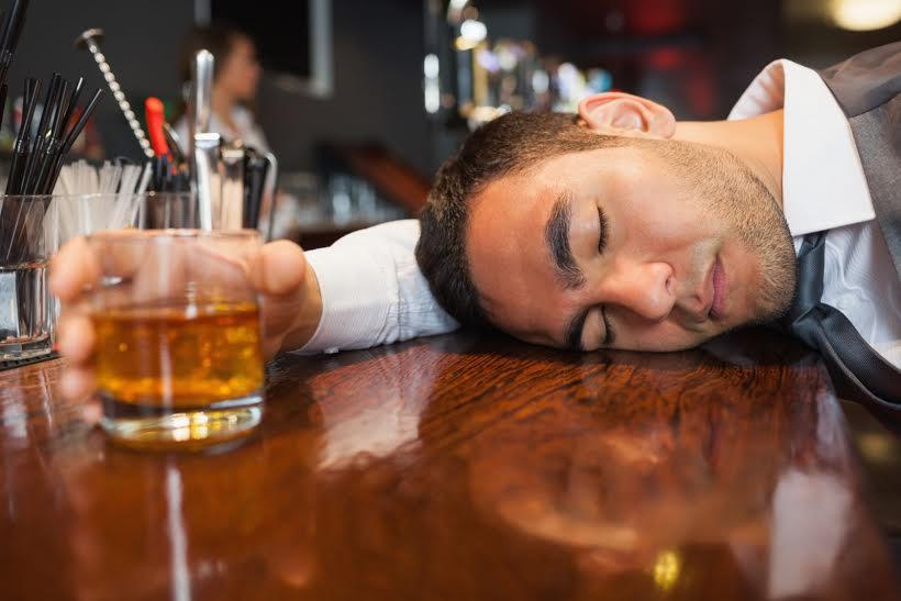 Bị tiêu chảy do uống rượu bia, nguyên nhân do đâu?
