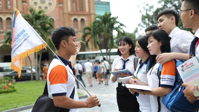 Ngành du lịch dịch vụ ngày càng phát triển, thu hút đông đảo sinh viên lựa chọn ngành này