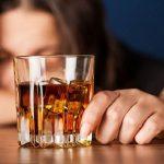 Giải mã mơ uống rượu với bạn, mơ uống rượu nên đánh con gì?