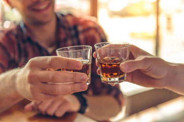 uống rượu bị ngứa