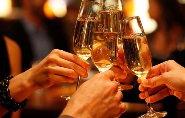 uống rượu có giảm cân không